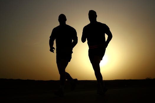 runners-silhouettes-athletes-fitness